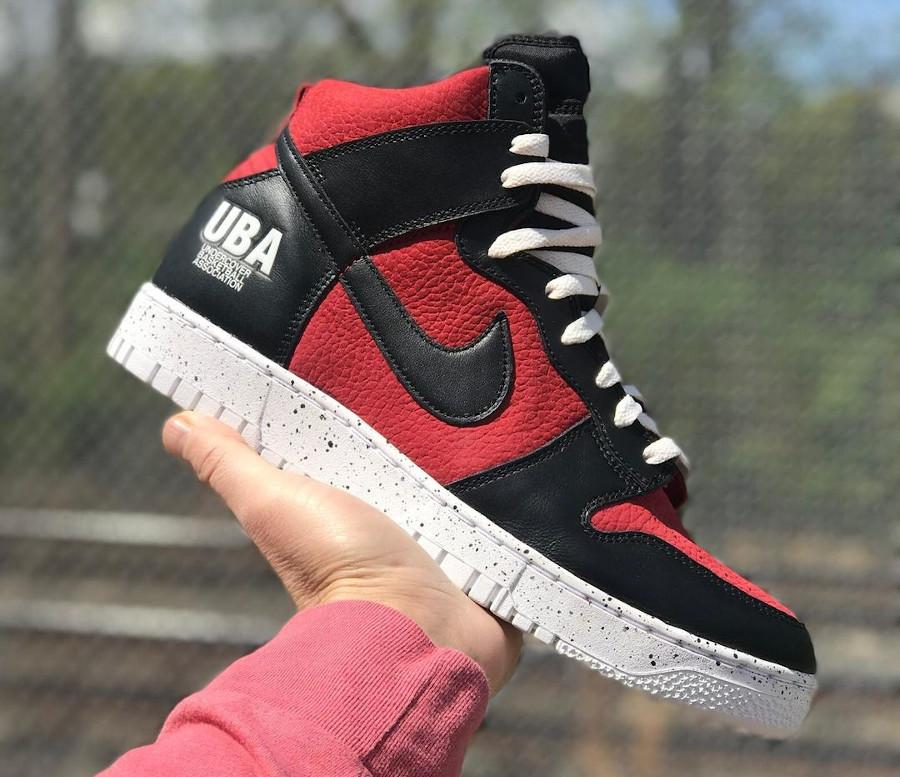 Jun Takahashi x Nike Dunk Hi 85 rouge ett noire (1)