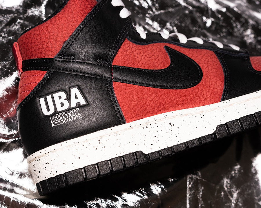 Jun Takahashi x Nike Dunk Hi 85 rouge ett noire (4)
