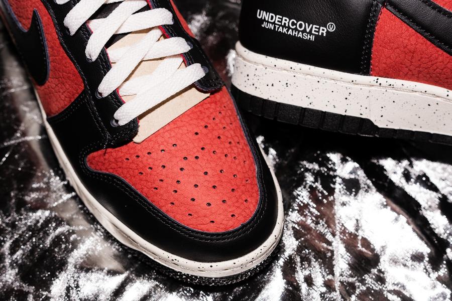 Jun Takahashi x Nike Dunk Hi 85 rouge ett noire (5)