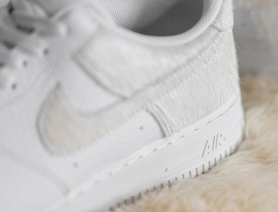 Nike Air Force 1 en fourrure blanche (2)