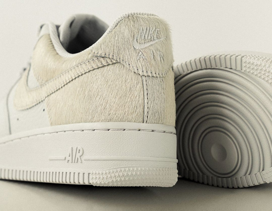 Nike Air Force 1 en fourrure blanche (5)