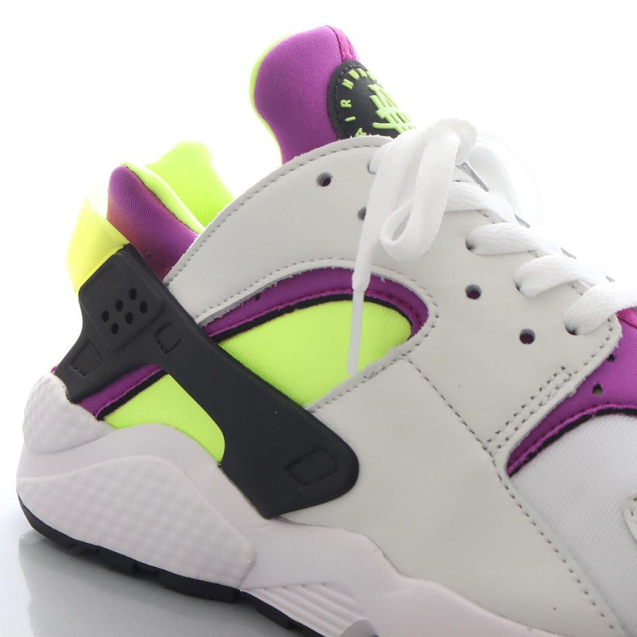 Nike Air Huarache blanche vert fluo et violette (1)