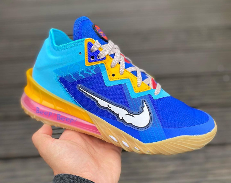 Nike Lebron 18 Low Bip Bip et Coyote (4)