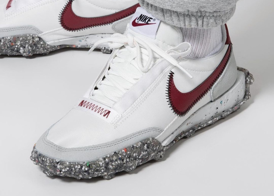 Nike Waffle Racer Crater Summit White Team Red pas cher)