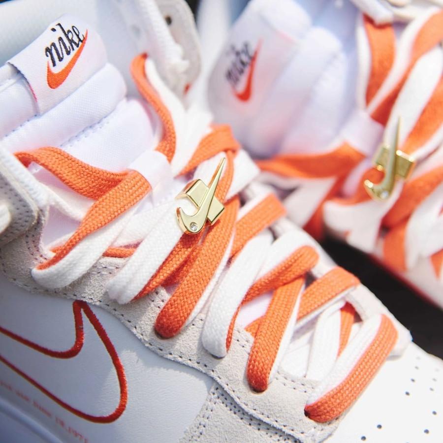 Nike Wmns Nike Dunk Hi FU blanche et orangée (3)