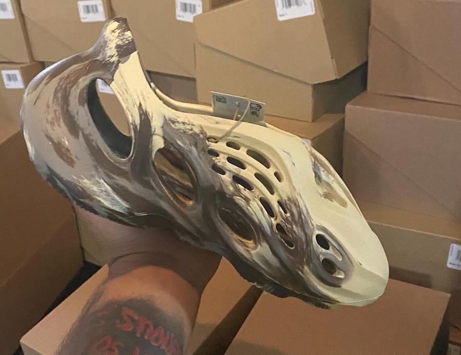 crocs Adidas Yeezy YZY Foam Runner MX Cream Clay GX8774