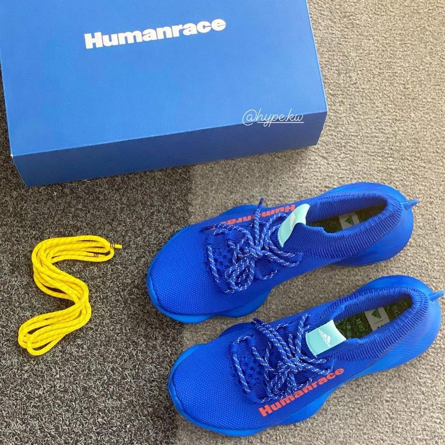 Adidas Human Race Sichona bleue et rouge (1)
