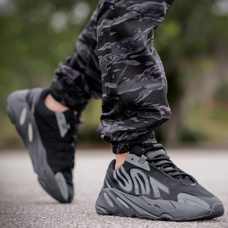 Adidas Yeezy 700 MNVN Triple Black 3M yovenci