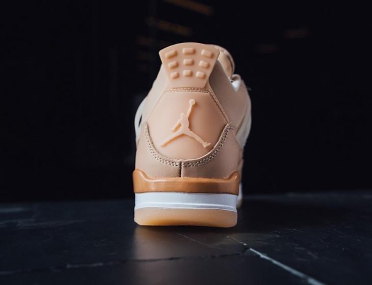 Air Jordan IV beige et marron pour femme (2023)