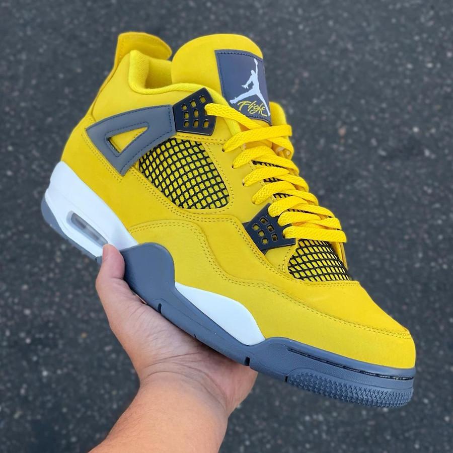 Air Jordan IV en suède jaune moutarde (1)