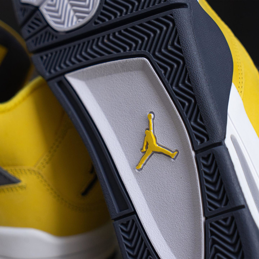 Air Jordan IV en suède jaune moutarde (2)