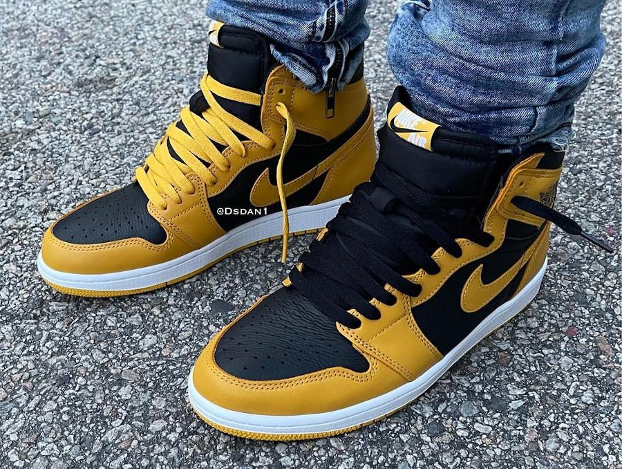 Air Jordan One Hi noire et jaune on feet (1)