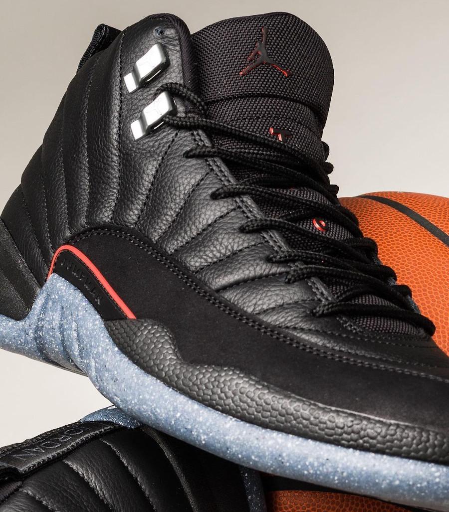 Air Jordan XII noire avec une semelle recyclée (2)