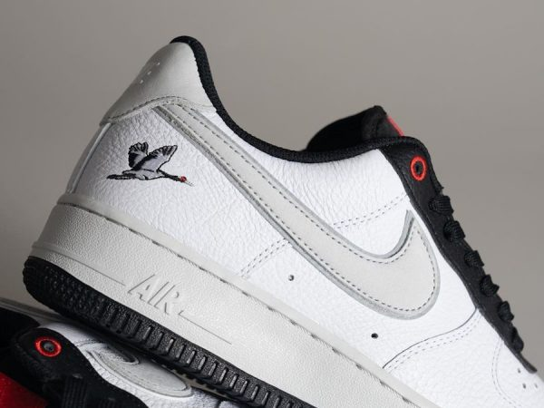 Nike Air Force 1 AF1 '07 LX 'Crane' Milky Stork White Photon Dust Black Chile Red (couv)