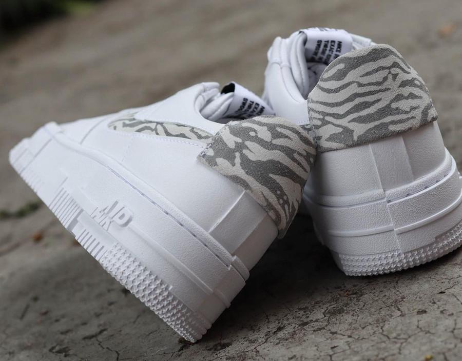 Nike Air Force One Pixel blanche motif zèbre (1)