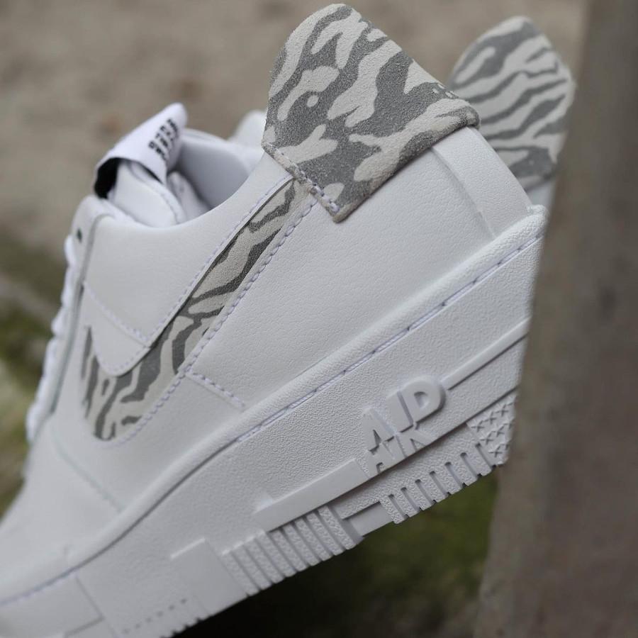 Nike Air Force One Pixel blanche motif zèbre (3)