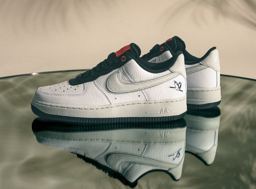 Nike Air Force One blanche (broderie de grue à couronne rouge) (2)