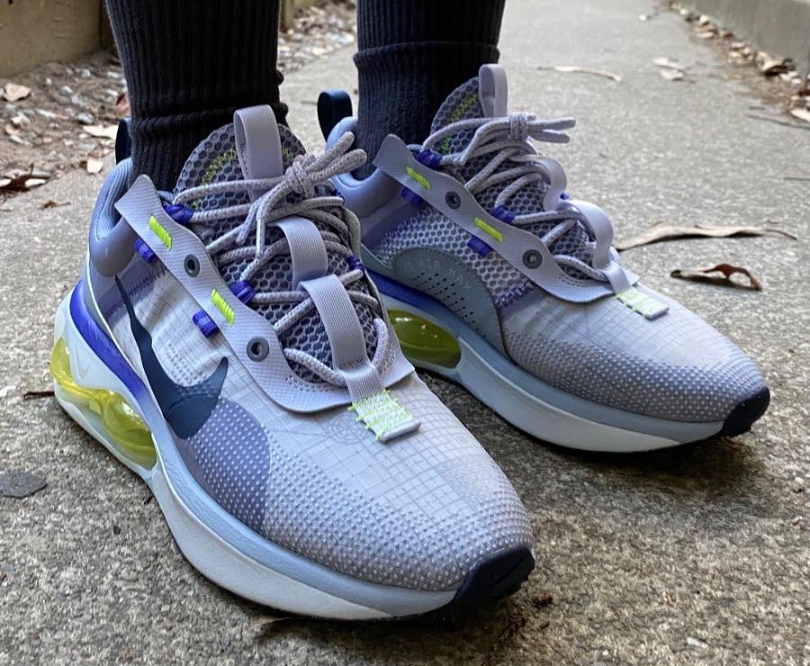 Nike Air Max 2021 violet lavande vert fluo on feet (1)