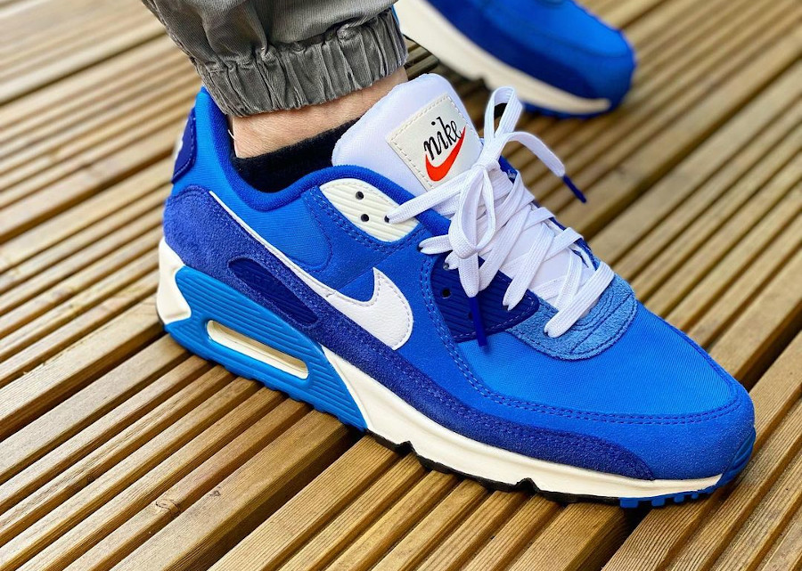 Que vaut la Nike Air Max 90 SE First Use Recrafted Signal Blue ...