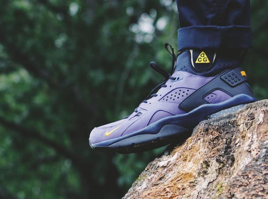 Nike Air Mowabb noire et jaune (suède violet) on feet (2)