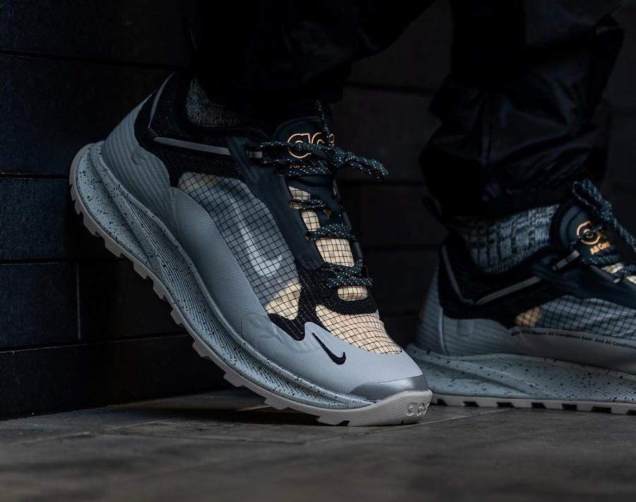 Nike Air Nasu II grise argent métallique on feet (2)