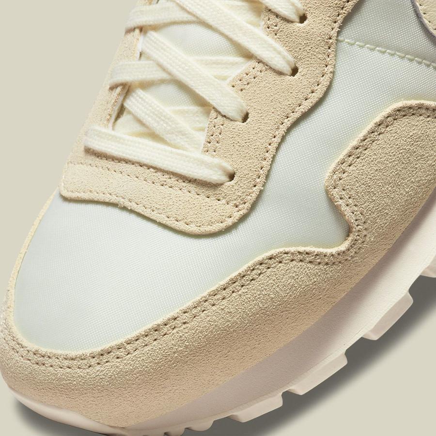Nike Air Pegasus 83 2021 beige crème et blanc cassé (2)