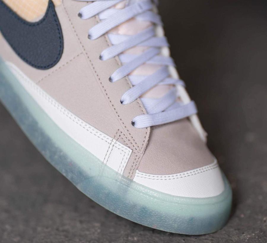 Nike Blazer Mid recyclée style Sacai (semelle transparente) on feet (3)