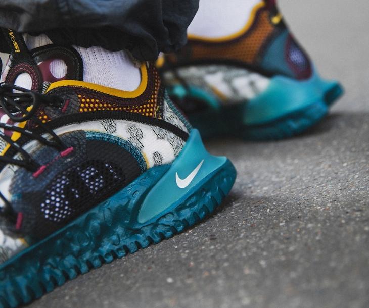 Nike ISPA Flow grise bordeaux bleu sarcelle et jaune on feet (1)