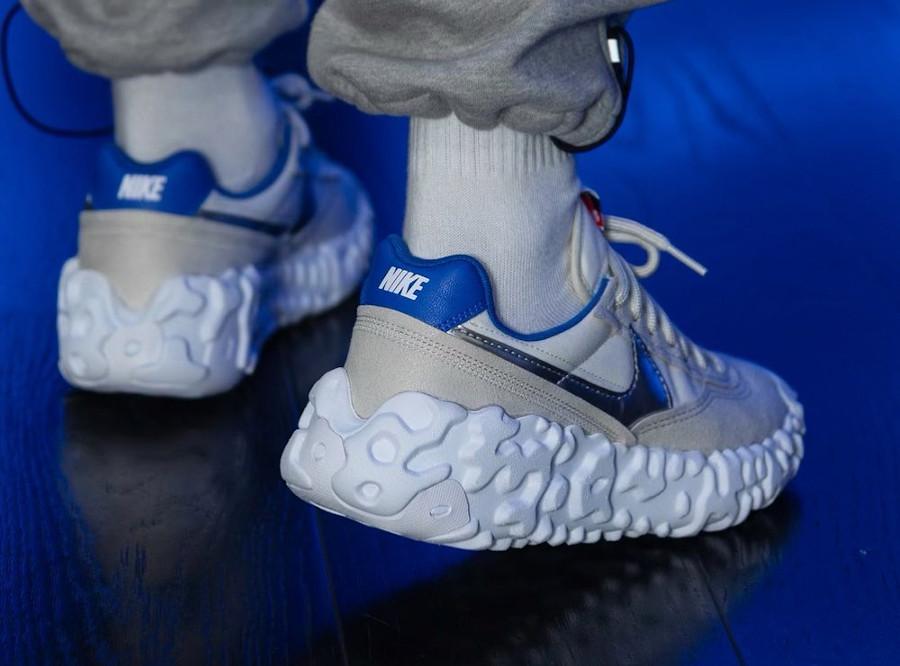 Nike Over Break blanc cassé et bleue (1)