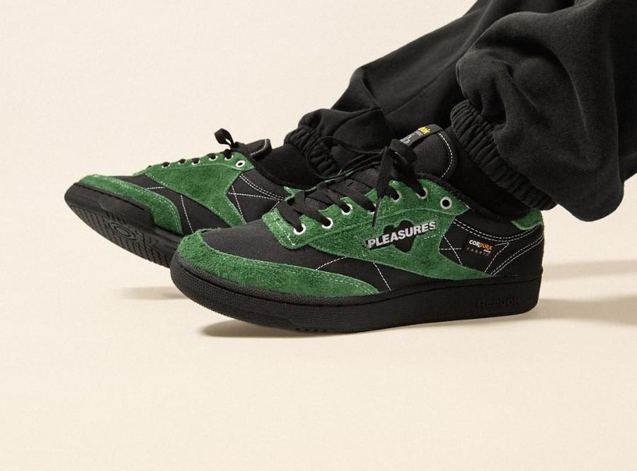 Reebok Club C OG noire avec des poils vertes (3)