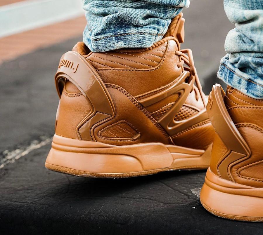 Reebok Omnizone II marron caramel on feet (1)