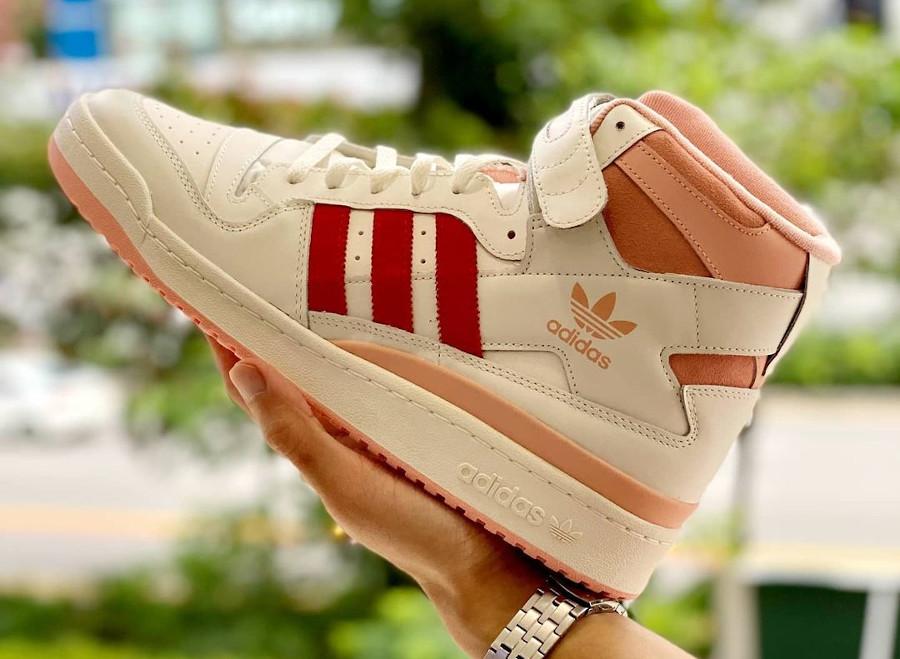Adidas Forum montante blanc cassé rose et rouge (1)