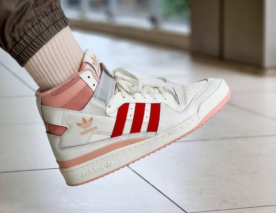 Adidas Forum montante blanc cassé rose et rouge (6)