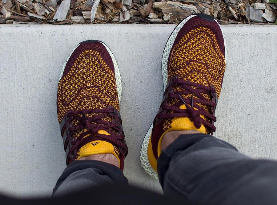 Adidas Ultra 4D bordeaux et jaune on feet (2)