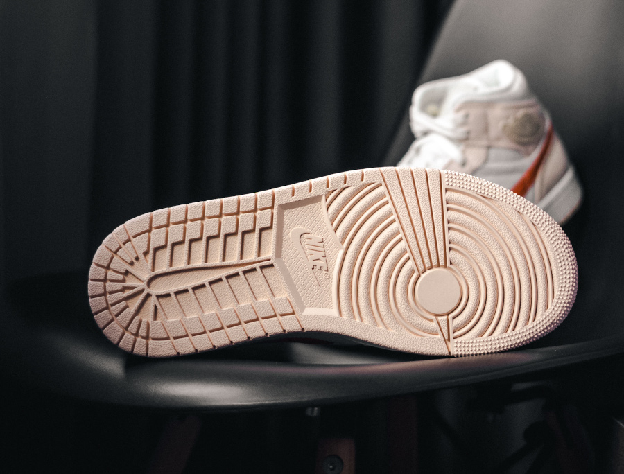 Air Jordan 1 Mid en velours milleraies beige et rose (3)