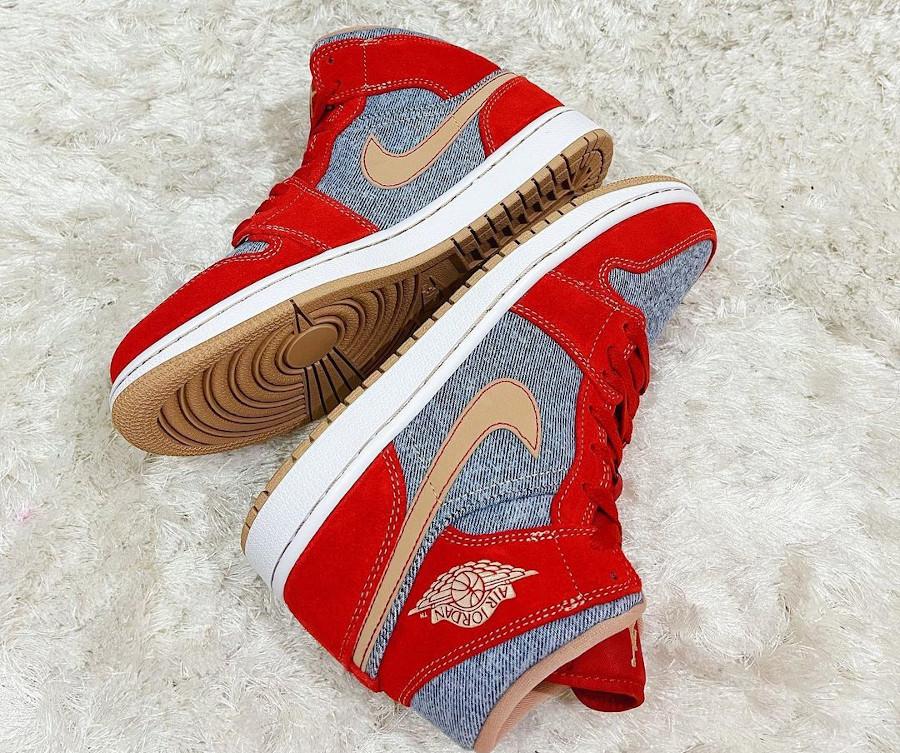 Air Jordan One Mid en suède rouge et en jeans bleu délavé (1)