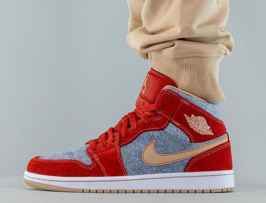 Air Jordan One Mid en suède rouge et en jeans bleu délavé (2)
