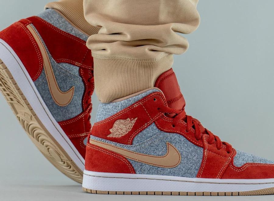Air Jordan One Mid en suède rouge et en jeans bleu délavé (5)