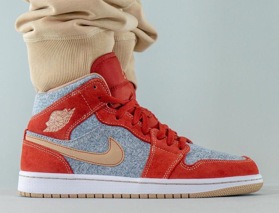 Air Jordan One Mid en suède rouge et en jeans bleu délavé (7)