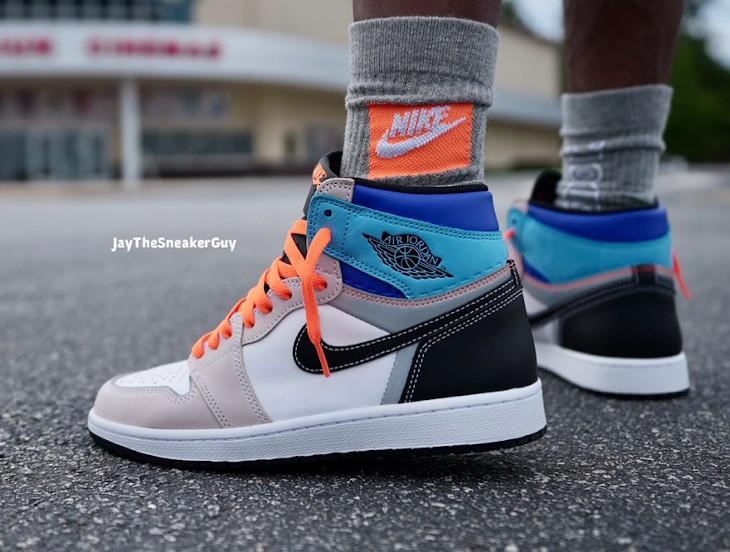 Air Jordan One montante multicolore on feet (3)