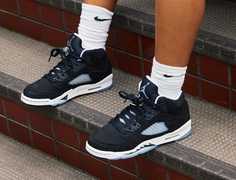 Air Jordan V Cookies and Cream on feet (femme) (2)