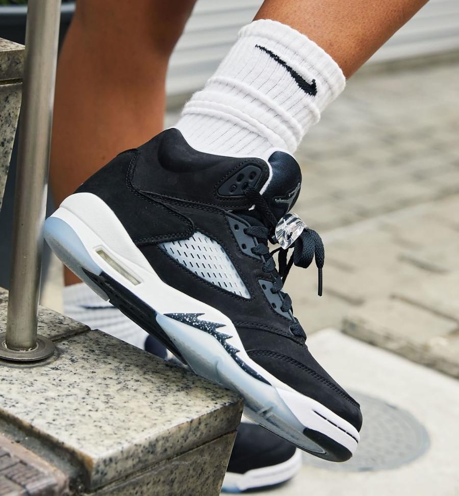 Air Jordan V Cookies and Cream on feet (femme) (3)