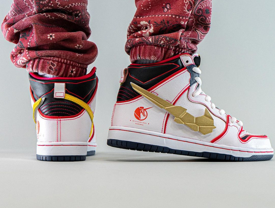 Bandai x Nike Dunk High Pro SB Mobile Suit blanche on feet (1)