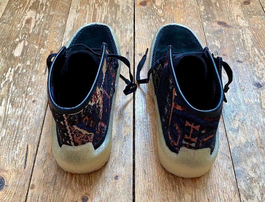 Clarks Caravan en daim noir avec broderie de tapis (5)