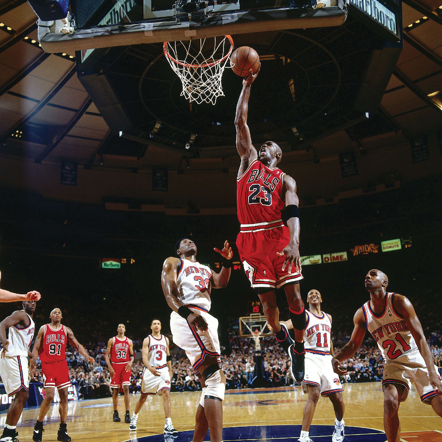 Michael Jordan en Air Jordan 11 Low IE Black True Red on feet (1996)