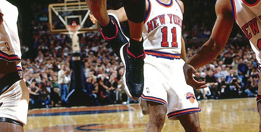 Michael Jordan en Air Jordan 11 Low IE Black True Red on feet (1996) (1))
