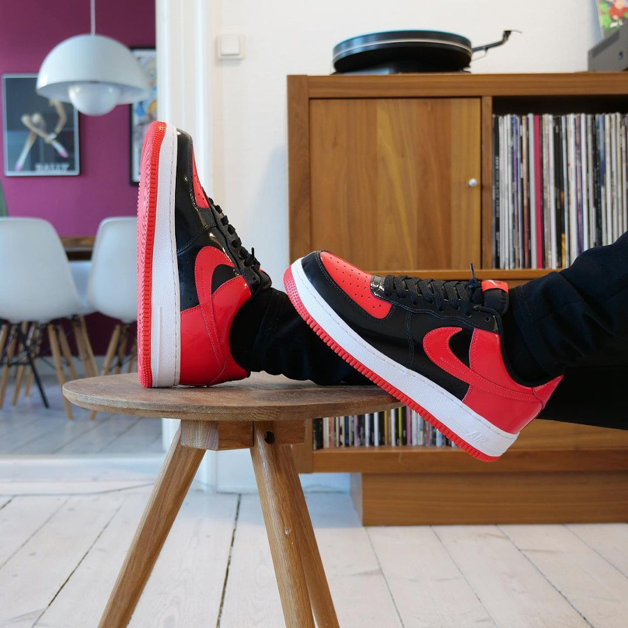 Nike Air Force 1 ID Bred busterhede (1)