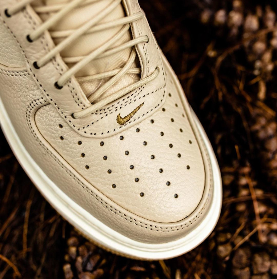 Nike Air Force 1 Lux City Boot beige (1)