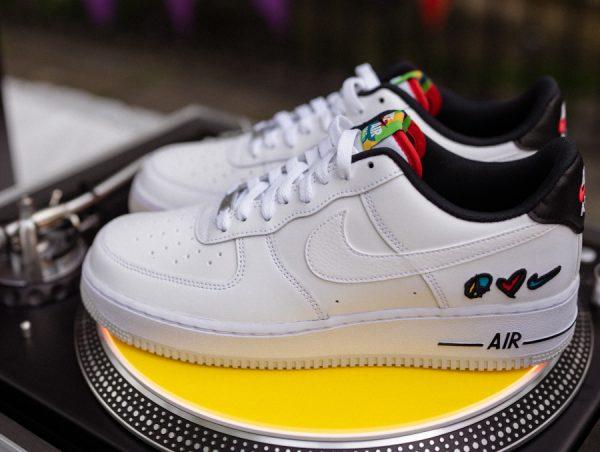 Nike Air Force One blanche (coeur et paix) (1)