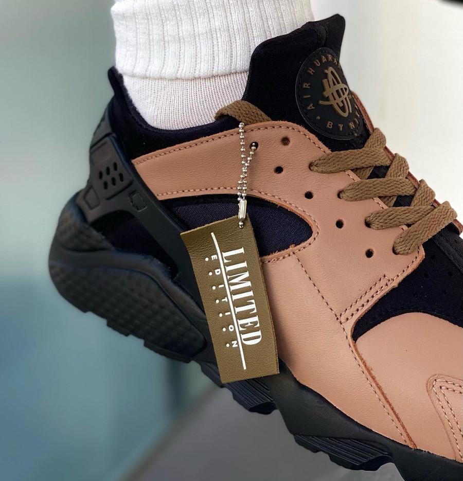 Nike-Air-Huarache-Leather-marron-3-on-feet (1)